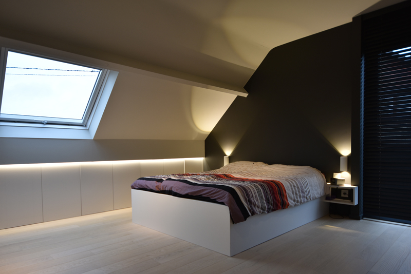 Bed in slaapkamer